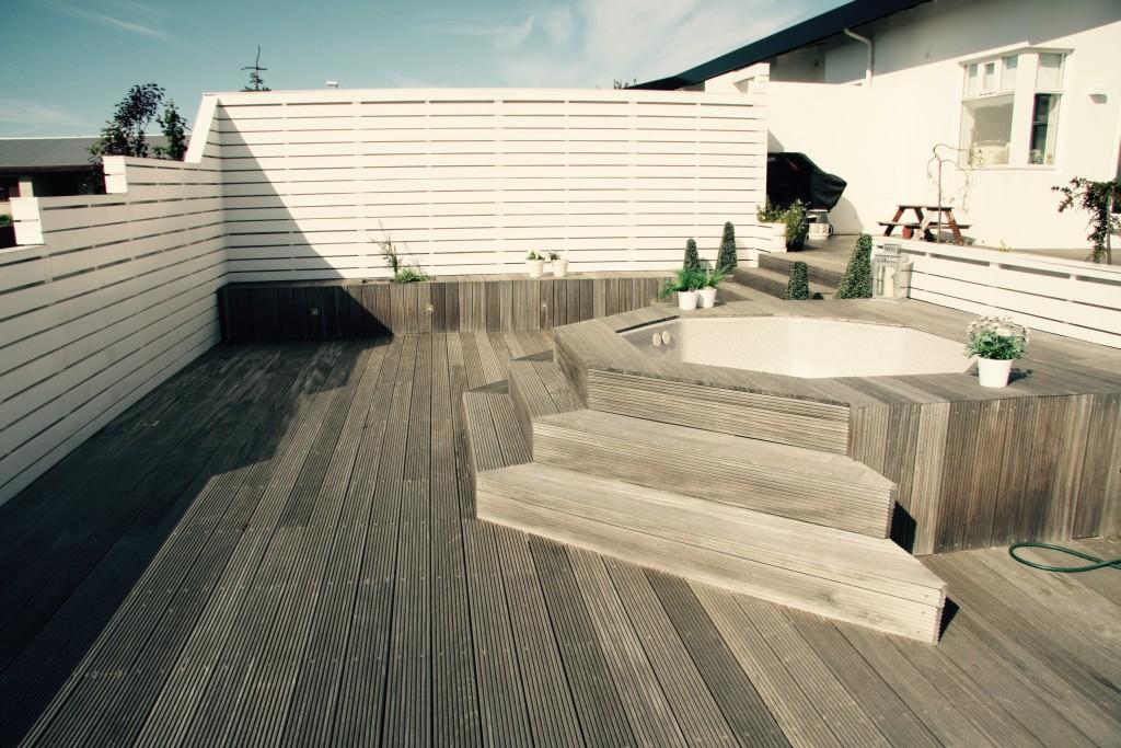 Hot tub driftwood
