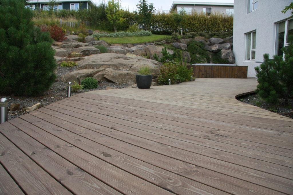 Scandinavian garden with geology on show