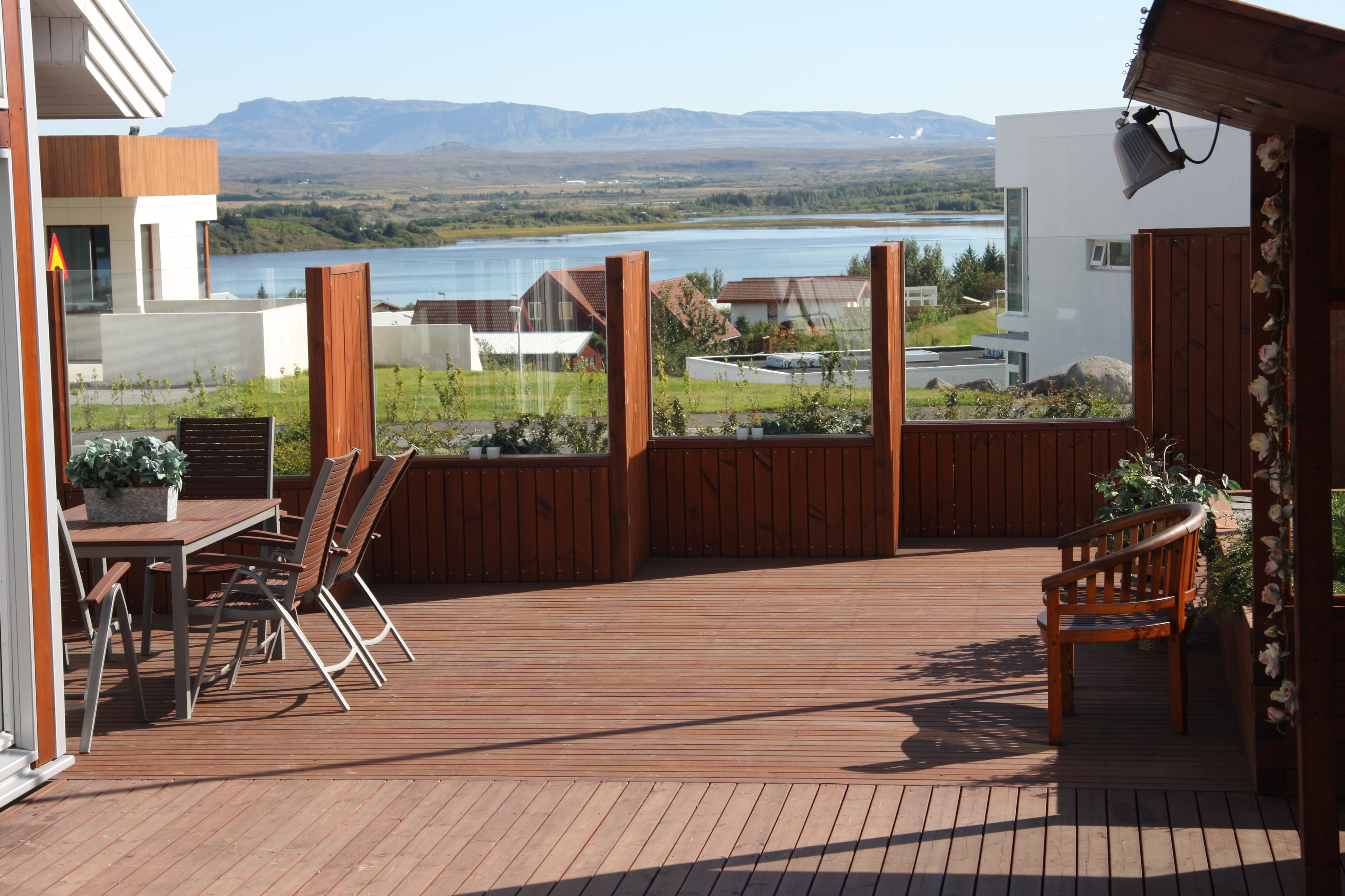 5 Garden Design Ideas for Creating more Shelter in a Scandinavian ...